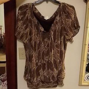 Short sleeved blouse.